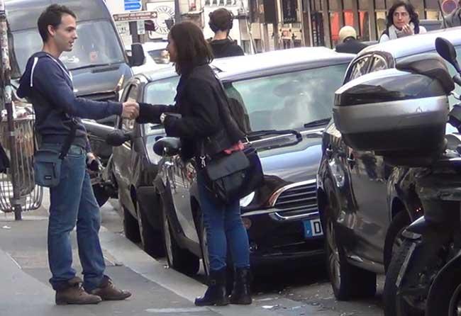 comment accoster une fille dans la rue
